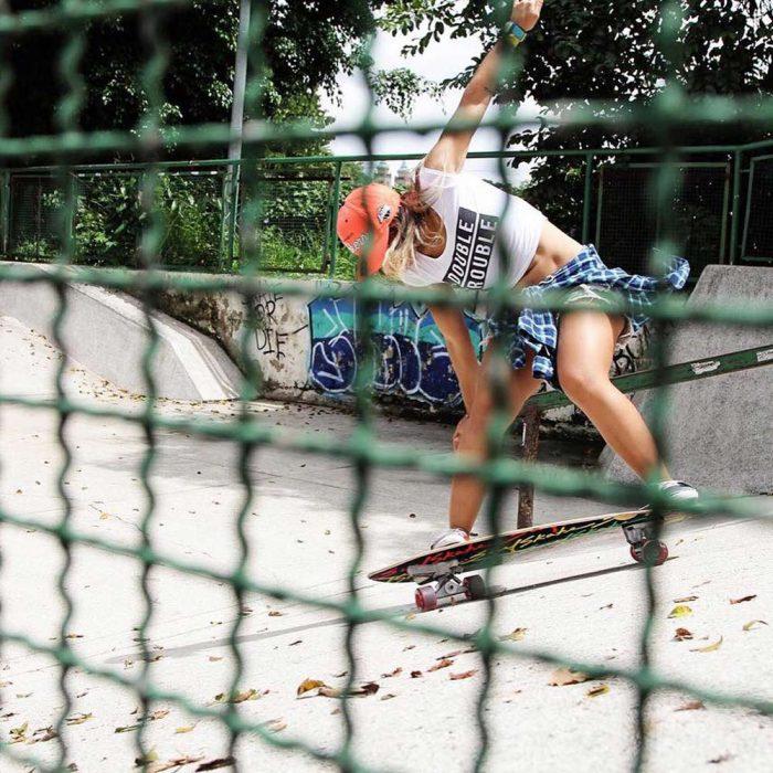 surf skate de surfskate industries en un skate park